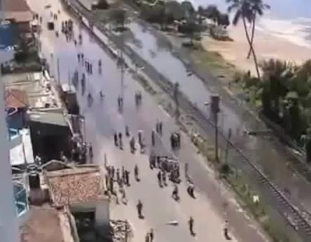 В Индонезии объявили угрозу возникновения цунами: Фото