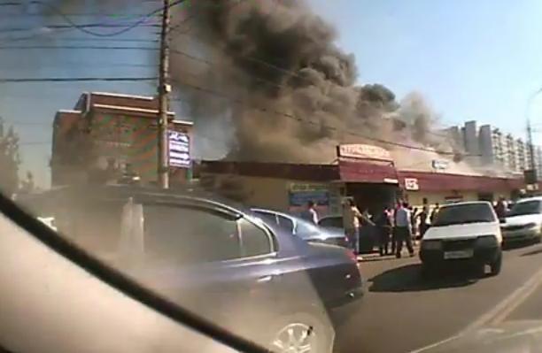 Пожар на Пражском рынке в Москве: Фото
