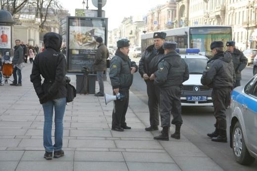 Акция ЛГБТ-движения на Невском проспекте у Дома творчества юных: Фото