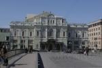 Реставраторы БДТ обнаружили в зале старинную роспись под советским гербом
