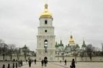 Полуголые активистки FEMEN забрались на колокольню Софийского собора