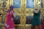 У Храма Христа Спасителя собираются казаки и православные активисты
