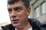 На Красной площади противники оппозиции меняют белые ленты на георгиевские