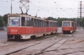 На Лесном проспекте в Петербурге трамвай сошел с рельсов