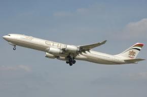 Самолет незапланированно сел в Пулково из-за заболевшей пассажирки