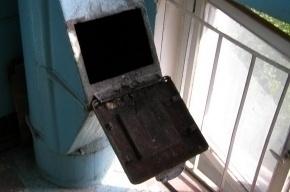 В мусоропроводе дома в Приморском районе сидел мертвец