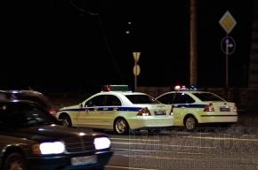 Угонщик, скрываясь от засады, сбил девушку и столкнулся с тремя машинами