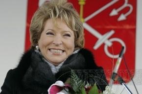 Матвиенко зарабатывает больше мужа в 14 раз, но ездит на Niva