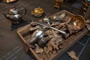 Клад Нарышкиных сегодня перевезут в Константиновский дворец