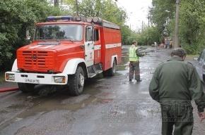 Из-за пожара на востоке Петербурга эвакуировали жильцов дома