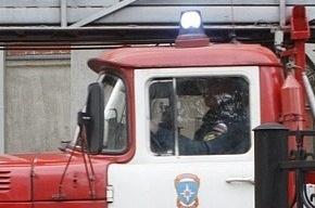 Из-за пожара в жилом доме в Петербурге обрушилась кровля