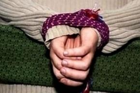 Четырехлетняя девочка, над которой издевались родители, находится в реанимации