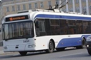 В Самаре асфальт обрушился под троллейбусом с пассажирами
