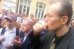 Кандидат в мэры Астрахани голодает 32-й день – похудел на 12 килограммов