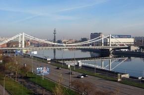 На Крымском мосту в Москве крупное ДТП: столкнулись более десяти машин
