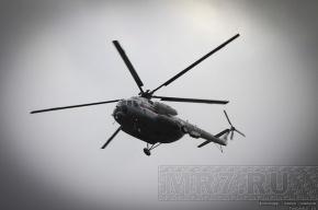 Вертолет рухнул на берег озера в Карелии, несколько человек пострадали