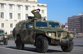 В центр Петербурга вводят бронетранспортеры