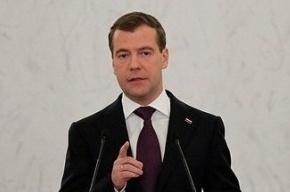 Медведев попросил не судить о полиции по действиям мерзавцев