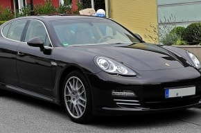Районные чиновники Петербурга ездят на работу на Porsche?