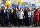Медведев и Путин на первомайском шествии: Фоторепортаж