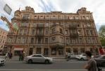 Штукатурка упала на Петроградке: Фоторепортаж