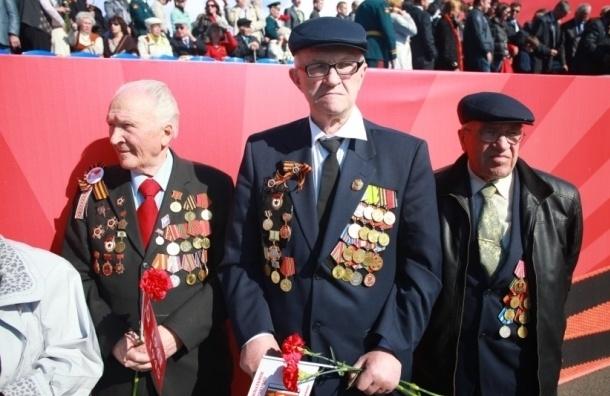 Колонна ветеранов двинулась по Невскому проспекту