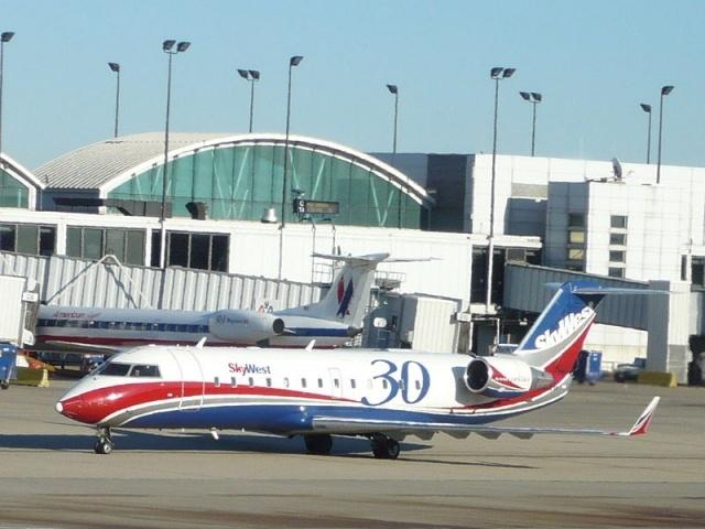 Самолет CRJ200: Фото