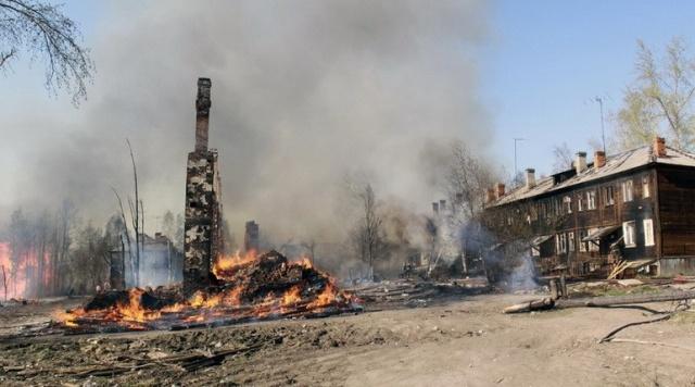 9 жилых домов сгорели: Фото