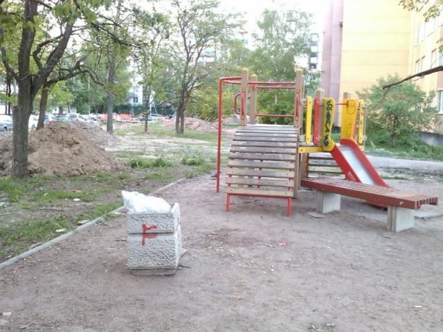 Детская площадка на улице Стойкости: Фото