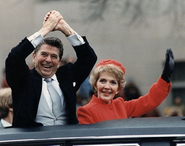 759px-The_Reagans_waving_from_the_limousine_during_the_Inaugural_Parade_1981.jpg