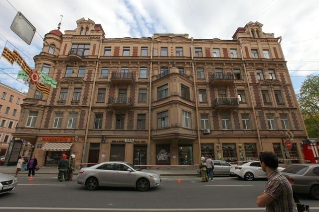 Штукатурка упала на Петроградке: Фото