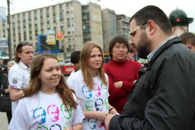 Организаторов акции в поддержку Владимира Путина задержал ОМОН: Фото