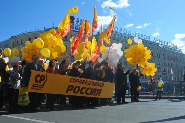 Первомайское шествие в Петербурге : Фото