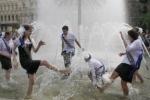 800 тысяч выпускников будет купаться в фонтанах по всей России