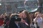 Праздник мыльных пузырей прошел в Петербурге