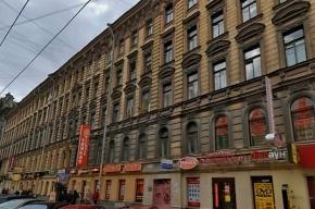 С домов в центре Петербурга вновь падает лепнина