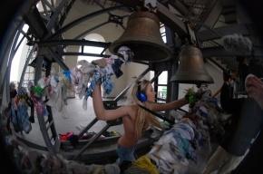 Суд разрешил активисткам FEMEN щеголять топлесс на колокольнях