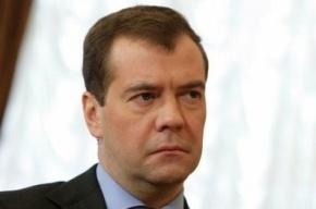 Дмитрию Медведеву с нарушениями вручили партбилет «Единой России»
