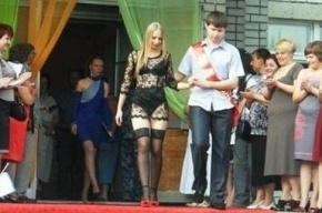 «Голая выпускница» из Павлограда прославилась на весь мир (видео)