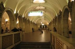 На станции метро Москвы распылили газ, пострадали две женщины