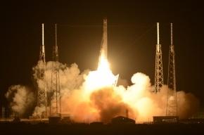 Частный космический корабль Dragon вышел на связь с МКС