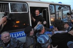 Фоторепортаж: у оппозиционеров на «Баррикадной» отобрали 250 тысяч рублей