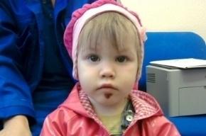 Потерявшаяся двухлетняя девочка, найденная в Петербурге, все время молчит