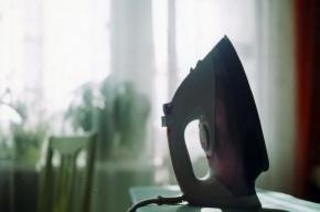 Рассвирепевший петербуржец избил подругу утюгом