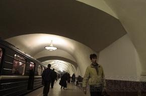 В метро Петербурга на «Площади Восстания» умер мужчина