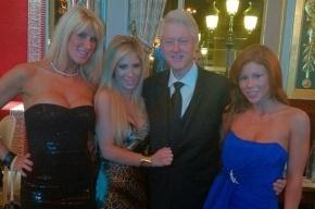 Билла Клинтона заметили в компании трех порноактрис