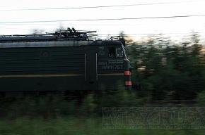 Под Петербургом человек упал с моста на провода железной дороги