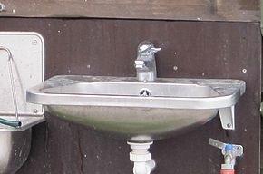 Про отключение горячей воды в Петербурге можно узнать онлайн