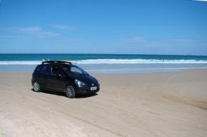 Полтавченко хочет строже наказывать любителей парковаться на пляже