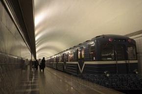 В метро Петербурга на «красной» ветке поезда ломаются второй день